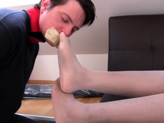 slaveboy bobby must sniff ebony feet in White nylons