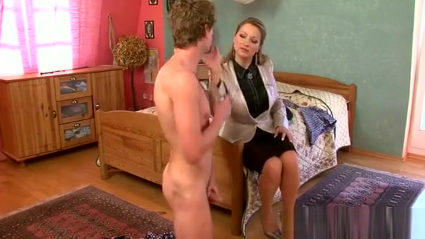 Mistresse Smothers Slave's Face With Some Facesitting