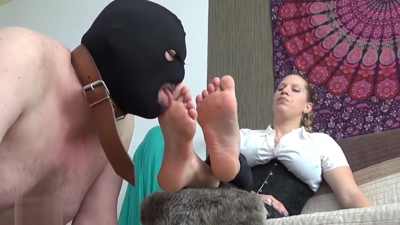 Cuckold Footslave with her Feet