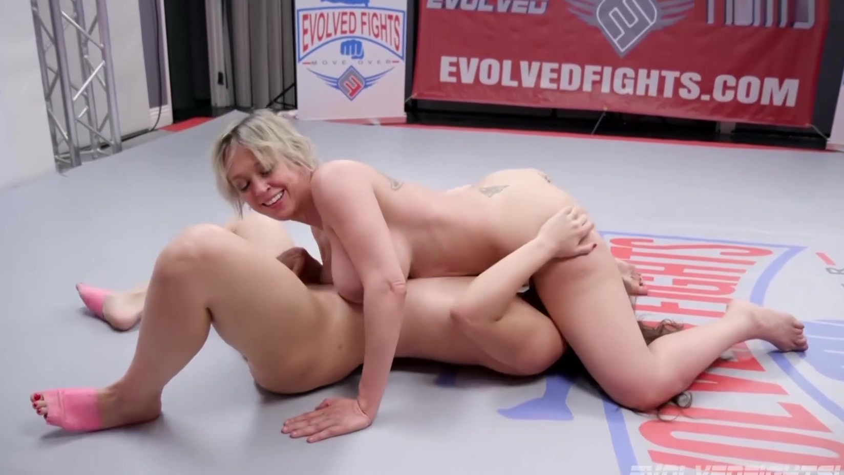 Dee Williams in Lesbian Wrestling vs Victoria Voxxx Eating Wet Pussy