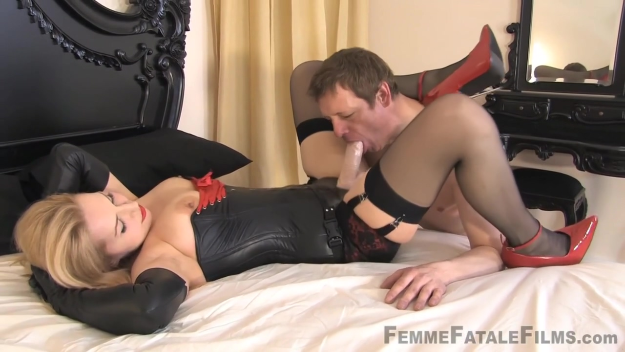 Mistress Eleise De Lacy - Strap-on Face Fuck