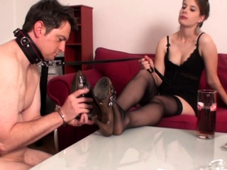 goddess Gloria Train her foot sniff slave bobby
