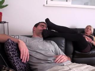Oscar smell the feet of princess paris