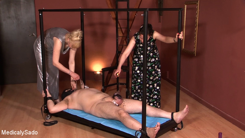 Lady Patricia & Anna & El Turry in The Party - KINK