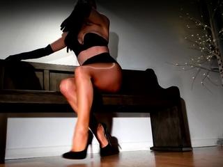 Leggy femdom loves her shiny pantyhose