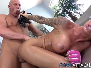 Bdsm hottie gets oral and fucks