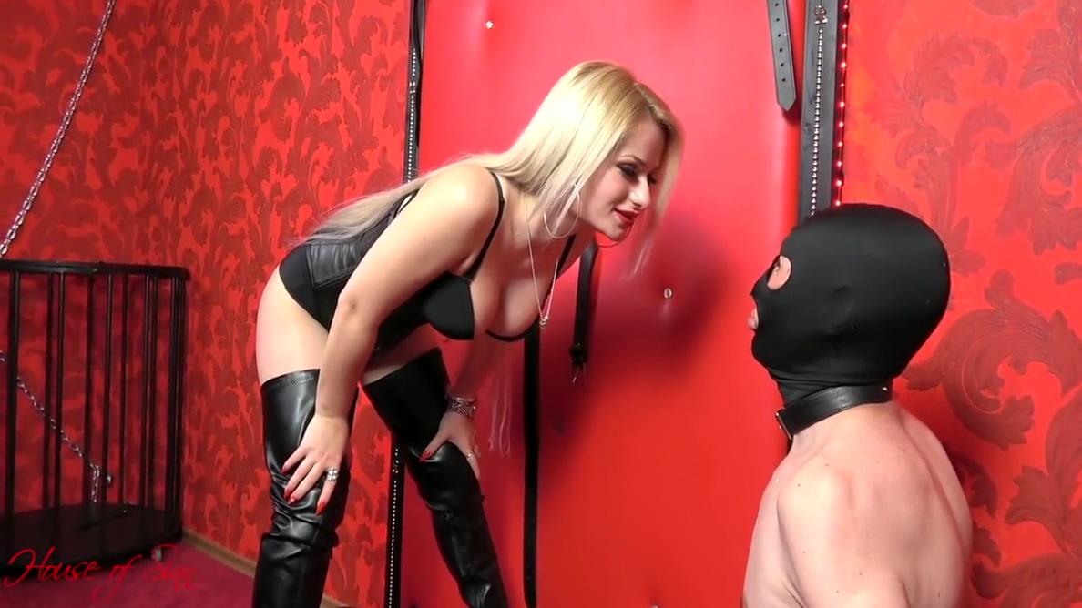 Roxy Ryder - Mistress Carah Makes Her Cuckold Eat Real Male Cum