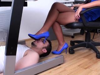 Thai Office chief have her foot slave under desk