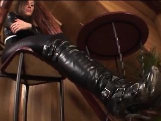 Foot fetish cumload with brunette