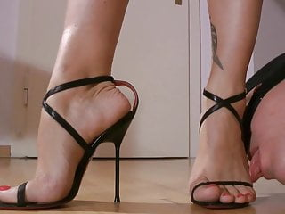 Electra foot Worship